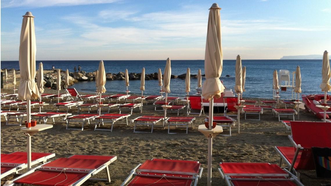 Varazze Spiaggia Banidera Blu – Hotel Ideale Varazze – Albergo tre stelle sul mare in Liguria