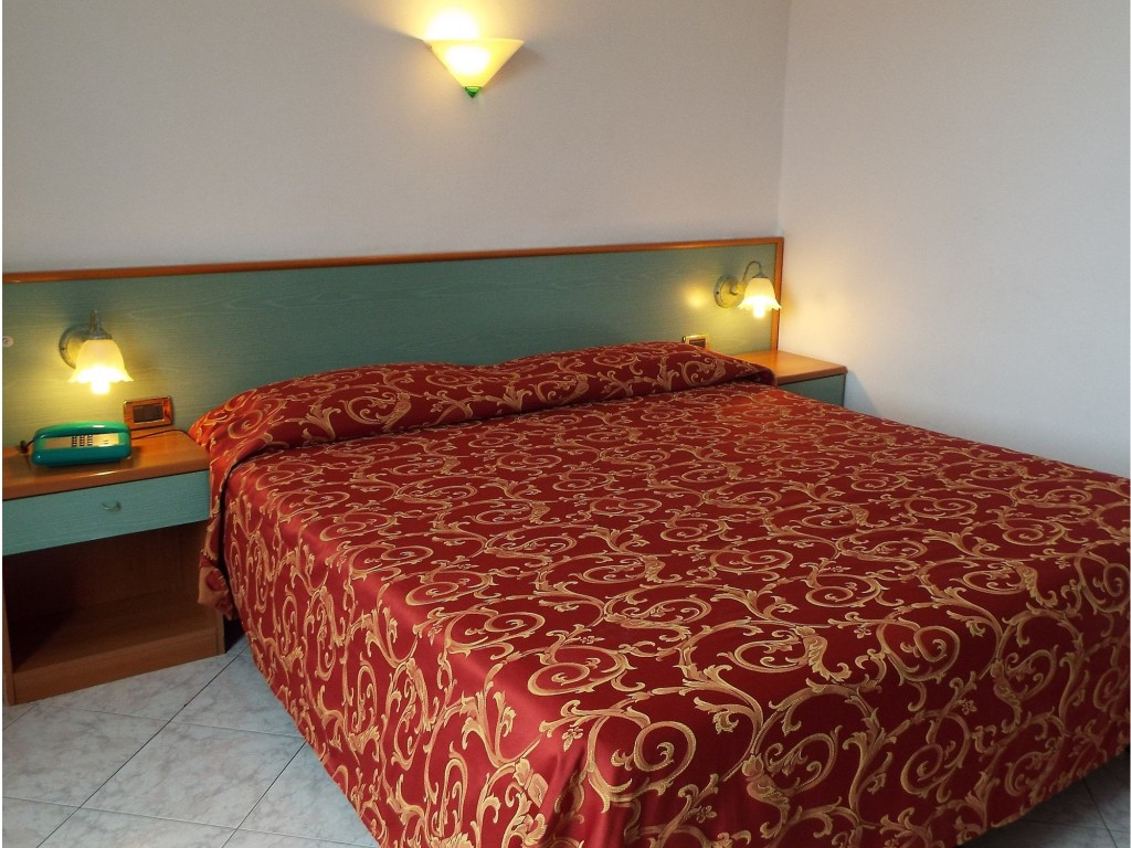 Room Mola Ideale   Cheap Hotel 3 Stars & Full Pension   Varazze
