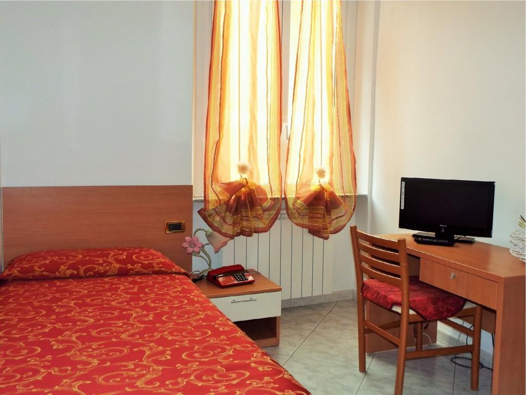 Room Solaro Ideale   Cheap Hotel 3 Stars & Full Pension ...