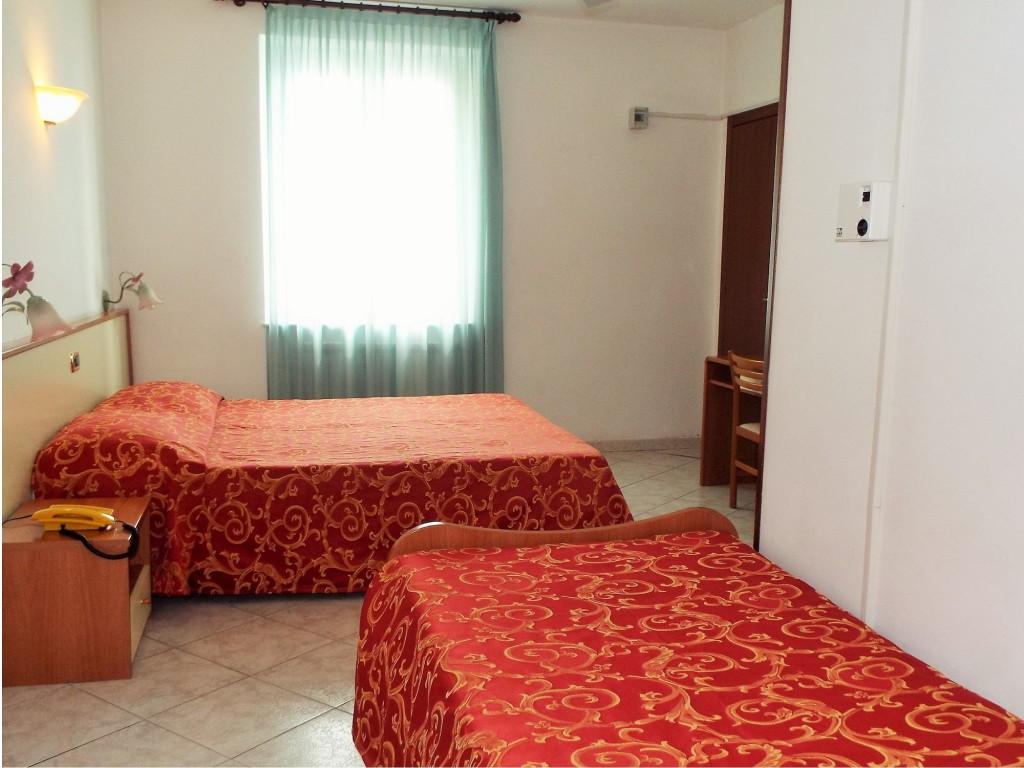 Room Marina Ideale | Cheap Hotel 3 Stars & Full Pension | Varazze