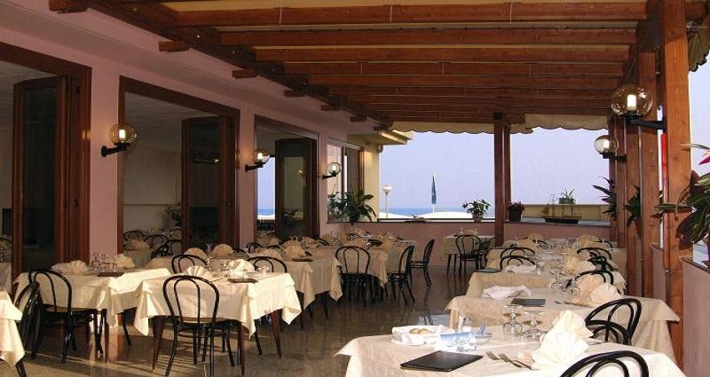 Ristorante Hotel Ideale Varazze - Albergo tre stelle sul mare in Liguria