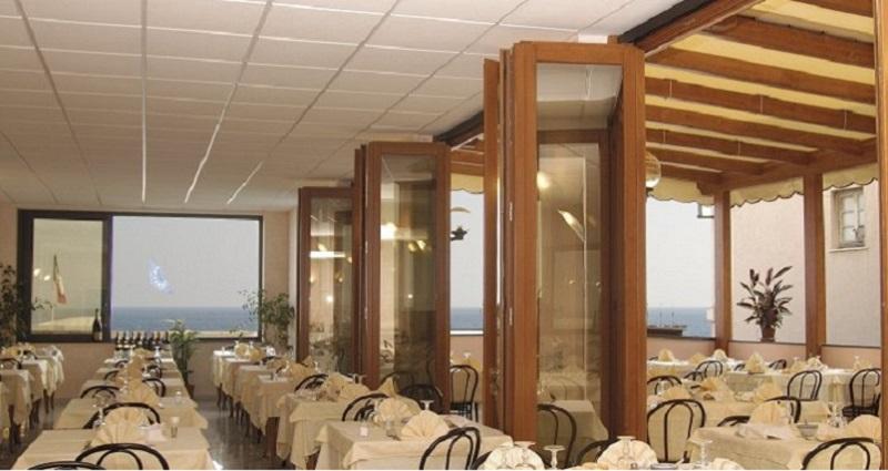 Ristorante sul Mare Hotel Ideale Varazze - Albergo tre stelle sul mare in Liguria